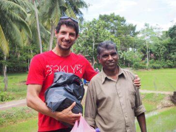 Я и владелец магазина на Шри-Ланке