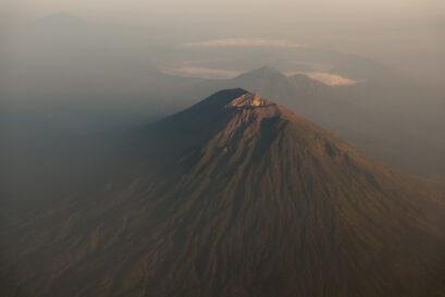 Агунг - гора-вулкан, 3031 м