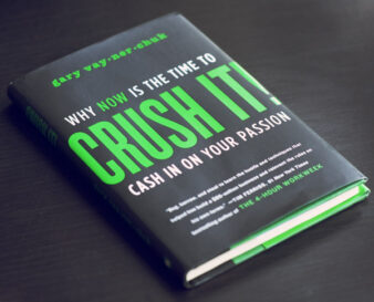 """Книга """"Crush It!"""", что в буквальном переводе звучало бы как """"Взорви!"""""""